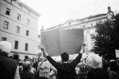 demonstracenamalostranskémnáměstím